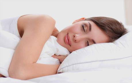 خوابیدن با لنز
