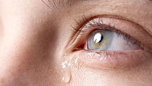 پیامد های گریه کردن با لنز